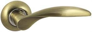 Дверная ручка Винтаж V20Q AL на круглой розетке AB бронза