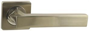 Дверная ручка Винтаж V04D на квадратной розетке SN матовый никель