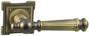 Дверная ручка Винтаж V15M на квадратной розетке MAB матовая бронза